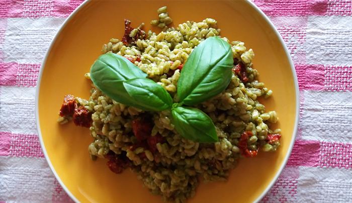 farro-pesto-pomodorini-secchi